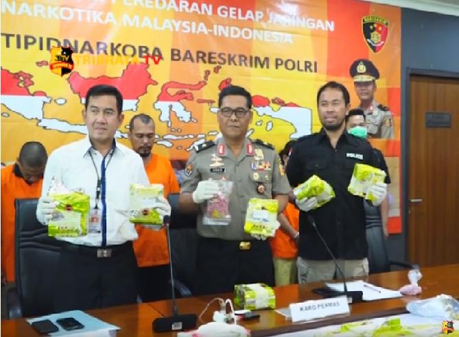 SINDIKAT PENGEDAR NARKOBA MALAYSIA INDONESIA DITANGKAP POLISI