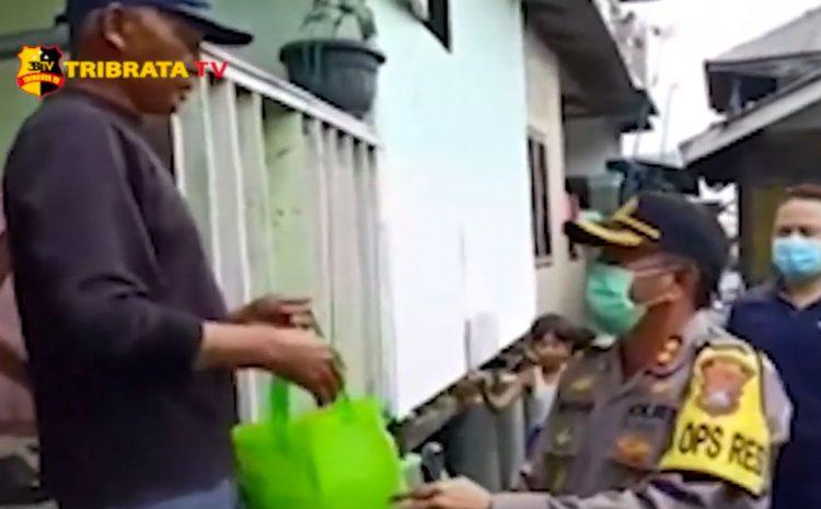KAPOLRES PELABUHAN BELAWAN BANTU WARGA TERDAMPAK BANJIR ROB